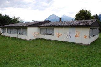 Eternit Wellplatte als verlorene Schalung und asbesthaltige Schieferplatten an der Fasade